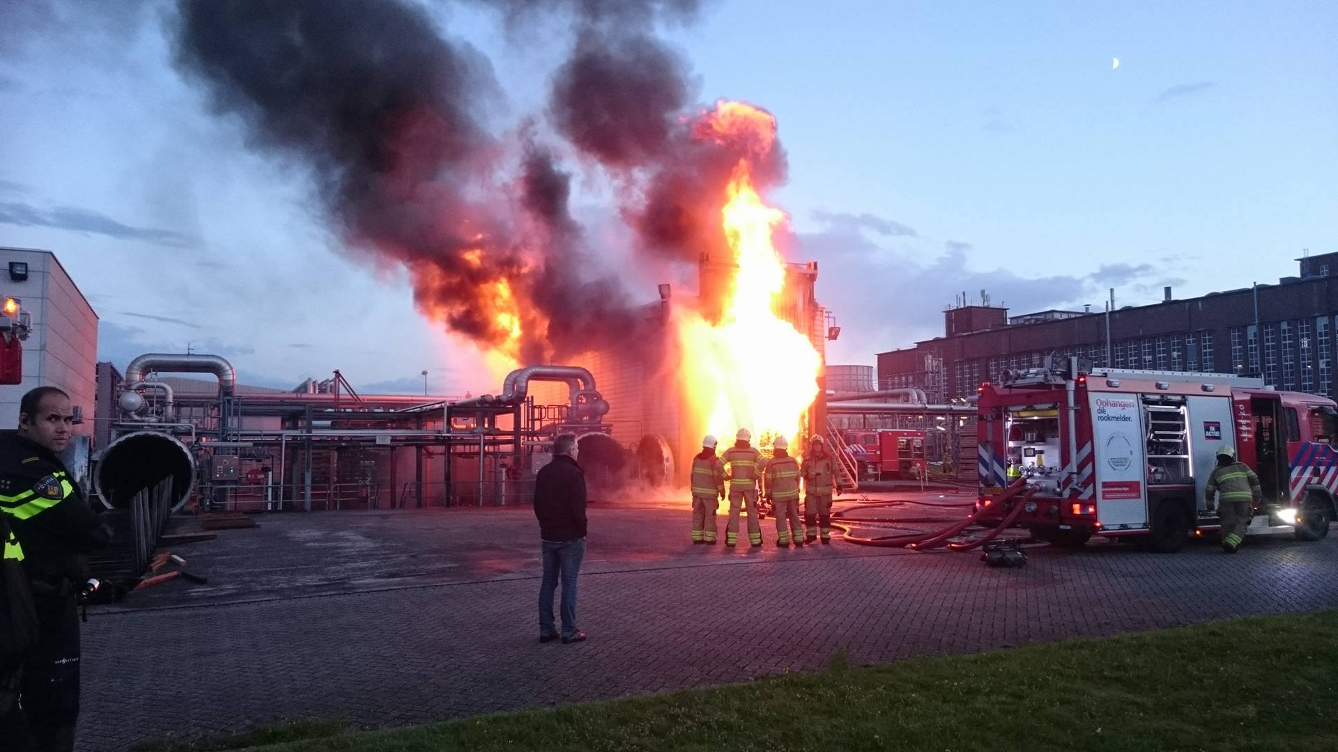 Uitslaande brand op industrieterrein De Kleefse Waard