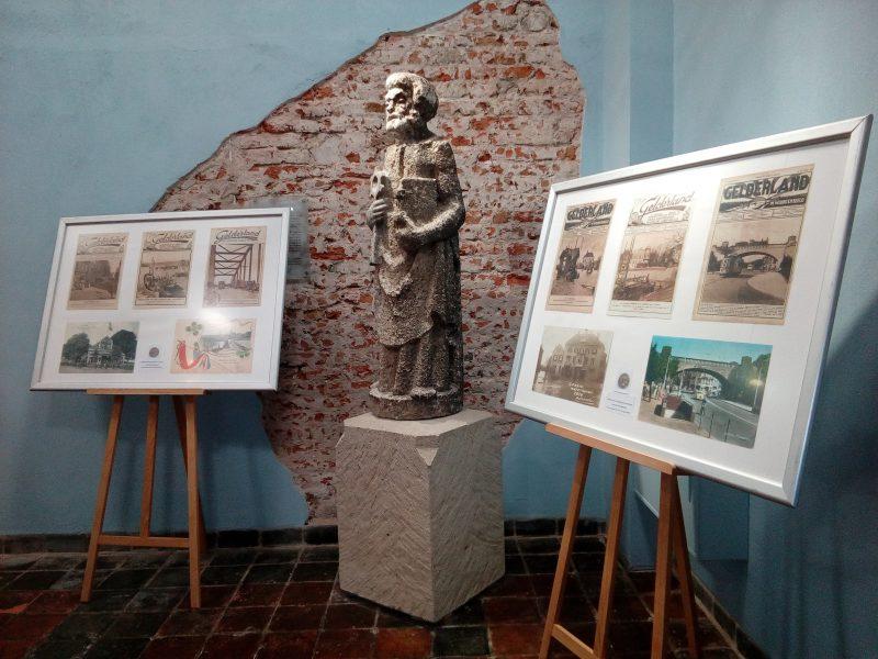Expositie van oude ansichtkaarten van Arnhem in het Sint Peters gasthuis