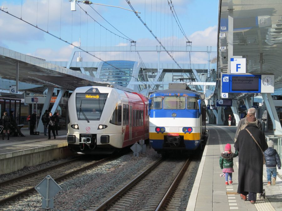 Staking op station Arnhem door NS-personeel