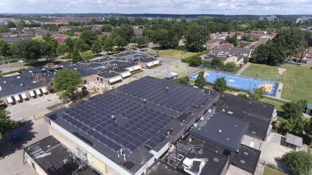 Sporthal De Laar West nu ook duurzame energiecentrale