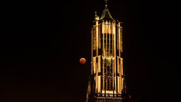 Eurovisietune en 'Arcade' klinken uit kerktorens