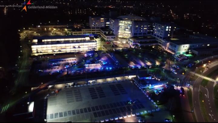 Blauwe serenade bij ziekenhuis Rijnstate