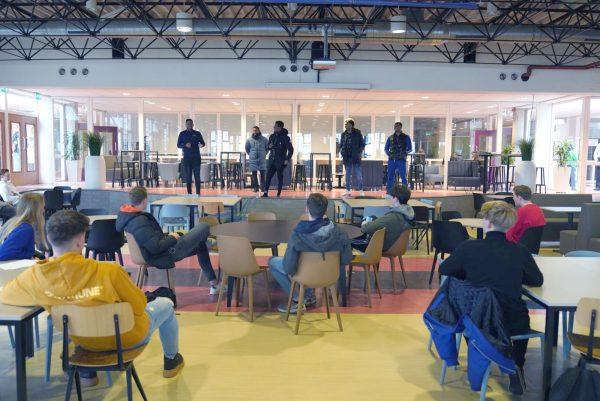 Afro Bros in de bres voor Arnhemse jongeren met schulden.