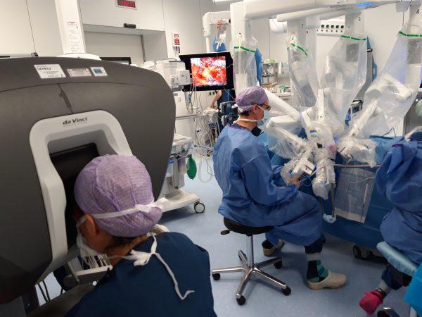 Robotoperatie schildkier voorkomt litteken op de hals